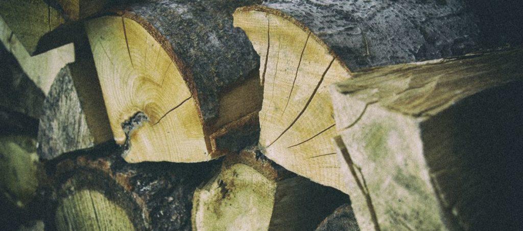 Drewno do wędzenia – suche, czy mokre?