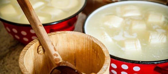 Jak zrobić ser z mleka krowiego - solanka do sera