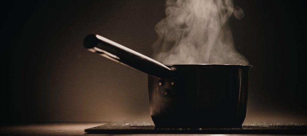Parzenie wędzonek, czyli szynki, boczku, schabu, baleronu, drobiu